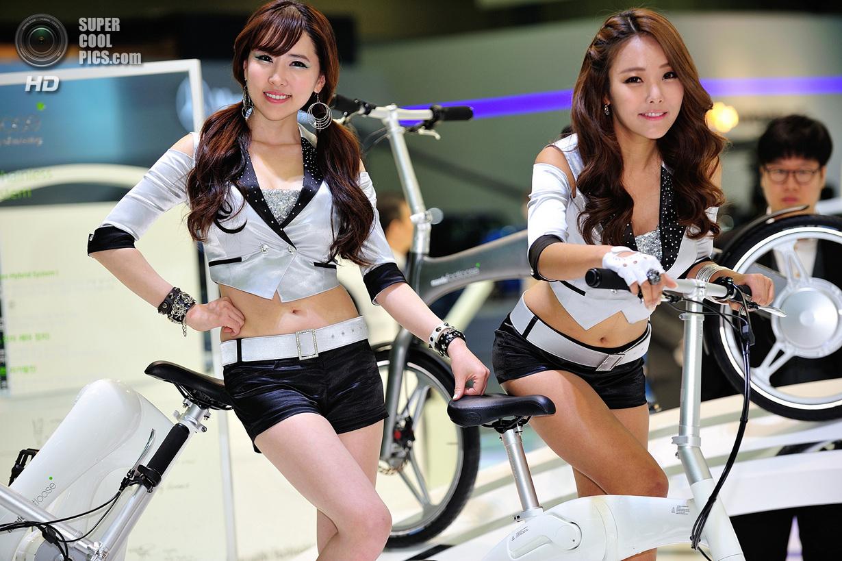 Сексуальные кореянки на улице фото 1 фотография