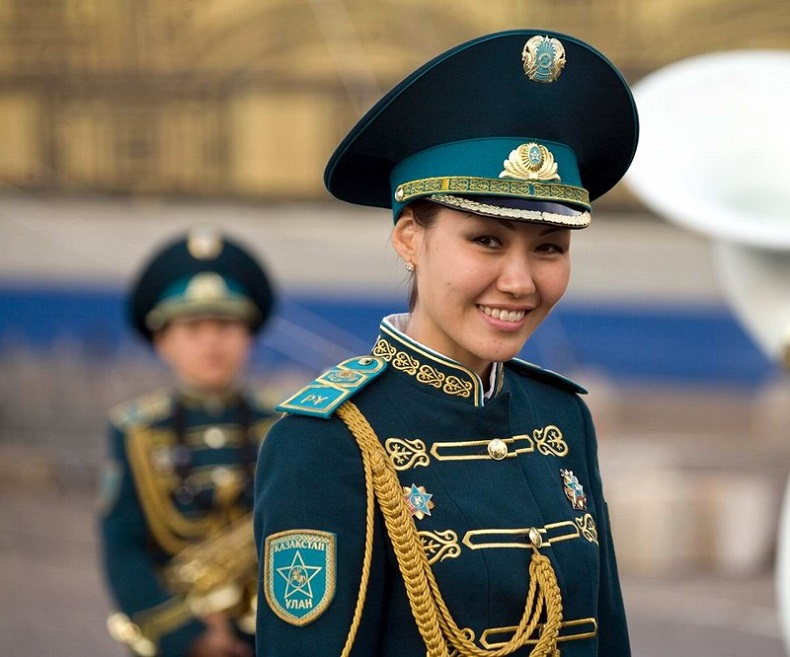 Казахстанские девушки в форме фото